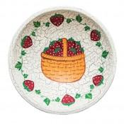 Drevený tanier s jahodami
