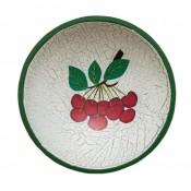 Drevený tanier s čerešňami